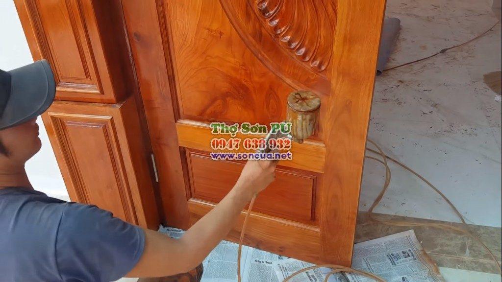 Gọi thợ sơn cửa gỗ giá rẻ hà nội