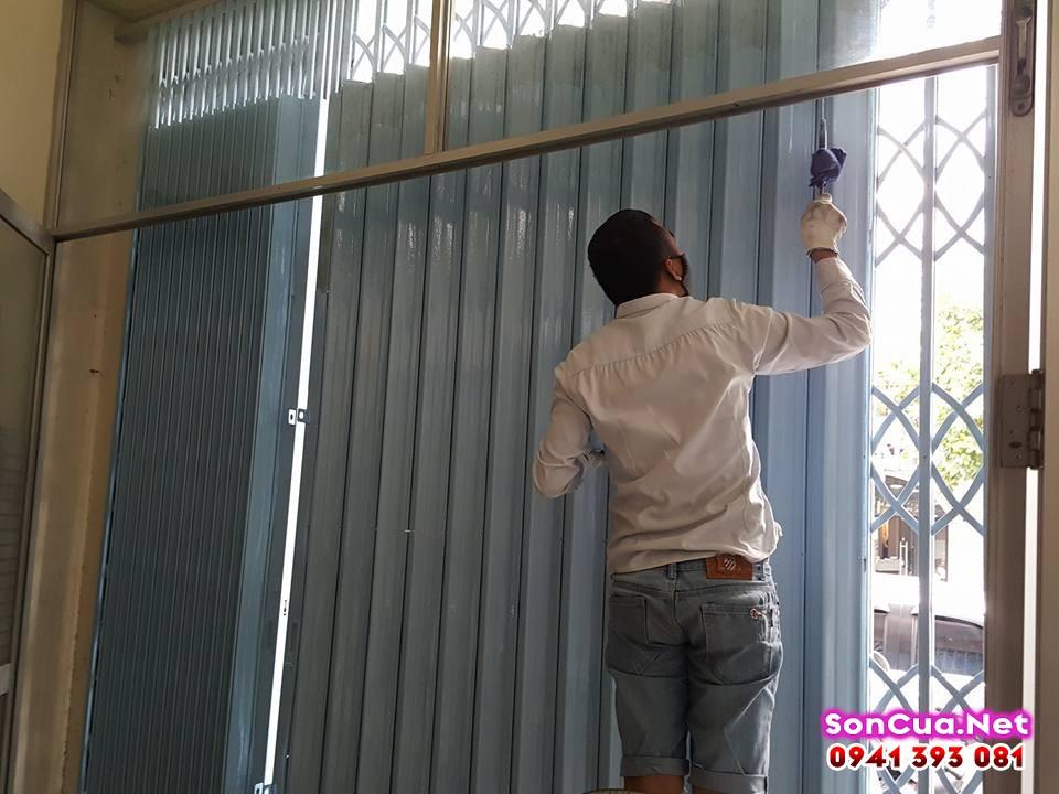 Dịch vụ sơn lại cửa sắt cũ